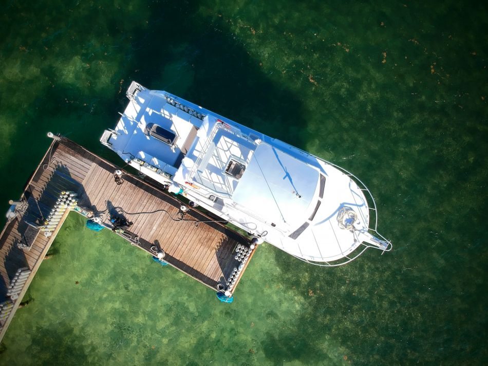 Ocean-Frontiers-Dive-Boats-Cayman_1523052012000