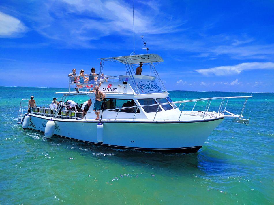 Ocean-Frontiers-Dive-Boats-Cayman_120550