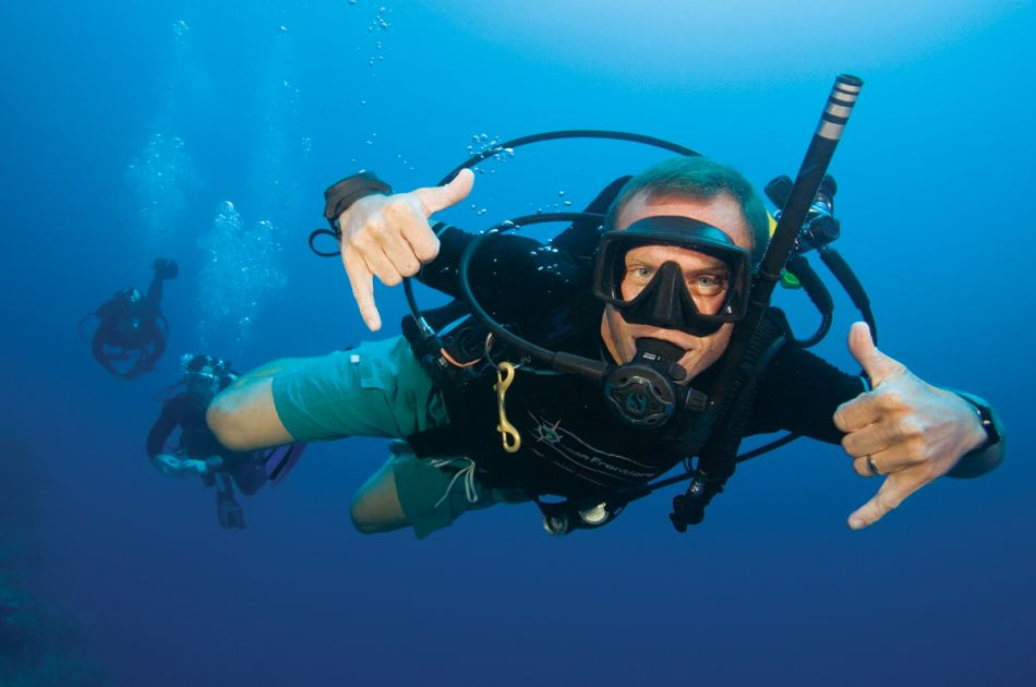 PADI Divemaster Course in Cayman